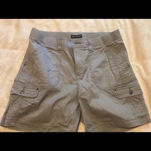 Ladies Lee Cargo Shorts. Sz 14.NWOT